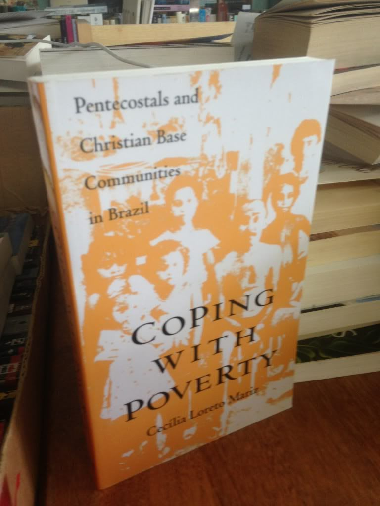 Coping With Poverty: Pentecostals and Christian Base Communities in Brazil - Mariz, Cecilia